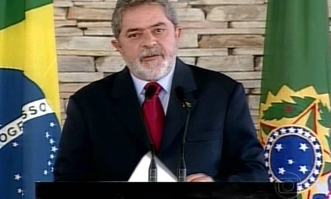 Assustado com a repercussão do escândalo, o então presidente Luiz Inàcio Lula da Silva pediu desculpas ao povo brasileiro em nome dele e do PT, durante pronunciamento realizado em Brasília Foto: Reprodução / TV Globo 12.08.2005