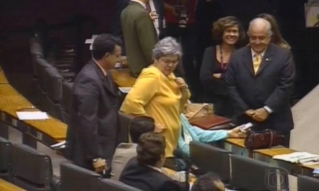 Deputada Angela Guadagnin dançou no plenário para comemorar a votação que absolveu o deputado João Magno das acusações do Conselho de Ética da Câmara Correio Brasiliense / José Varella 22.03.2006