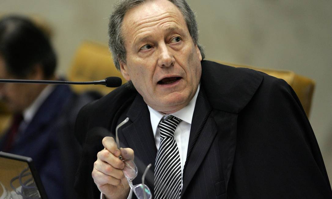 Ministro do STF, Ricardo Lewandowski, durante sessão plenària que julgava o mensalão O Globo / Ailton de Freitas 24.08.2007