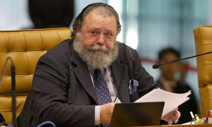 Ministro do STF, Eros Grau, durante sessão plenària do mensalão. O Globo / Roberto Stuckert Filho 24.08.2007