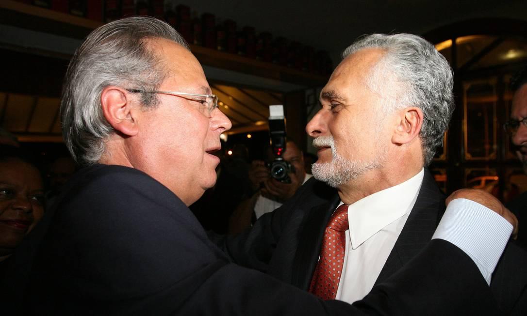 Ex-ministro José Dirceu e o deputado José Genoíno, em festa de lançamento de um portal na Internet como parte de estratégia de defesa no julgamento do caso do mensalão O Globo / Roberto Stuckert Filho 07.08.2007