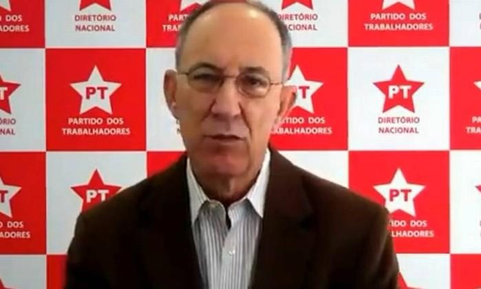 """Rui Falcão gravou vídeo em defesa dos réus no processo do mensalão, em julho de 2012. Segundo ele, os petistas envolvidos estão sendo """"injustamente acusados por crimes cuja a comprovação não se sustenta na longa denúncia da procuradoria"""" Reprodução / internet"""
