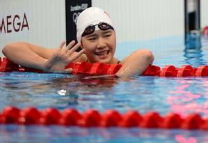 Ye Shiwen sorri após vencer a semifinal dos 200m medley com o recorde olímpico Foto: AFP