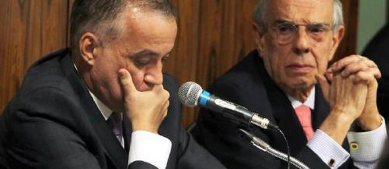 O ex-ministro Márcio Thomaz Bastos com Carlinhos Cachoeira, durante depoimento na CPI do Congresso Foto: Ailton de Freitas / O Globo