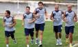 Jogadores do Fluminense correm nas Laranjeiras