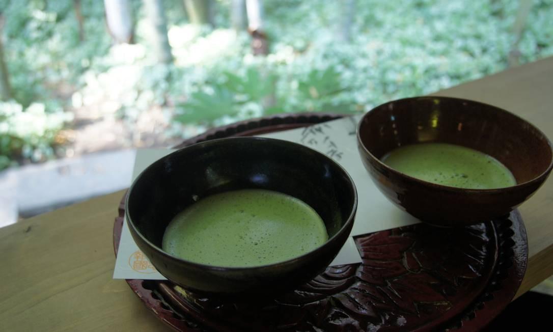Nesta casa de chá, toma-se o matcha - chá verde em pó, bastante forte para o paladar ocidental Foto: Claudia Sarmento / O Globo