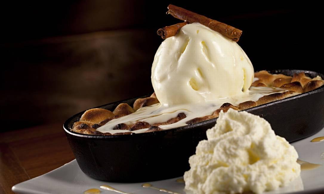 A crostata di mele é uma torta de maçã com açúcar e canela (R$ 19,80) com crocante de biscoito de creme na Fiammetta Foto: Divulgação / Rodrigo Azevedo