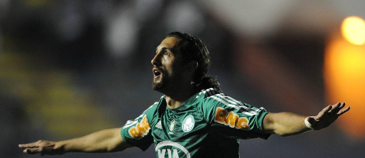 Barcos comemora um de seus dois gols contra o Botafogo Foto: AFP