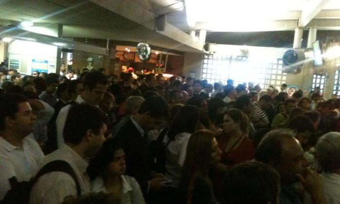 Usuários enfrentas enormes filas na estação das barcas da Praça XV, no Centro do Rio Foto do leitor Marcelo Xavier / Eu-Repórter
