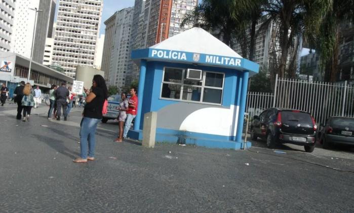 Ambulantes vendem chips da Tim no Largo da Carioca, apesar da proibição da Anatel. Foto do leitor José Carlos Pereira de Carvalho / Eu-Repórter