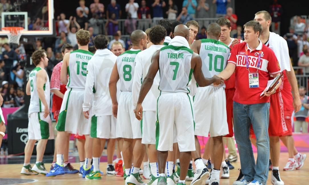 Seleção brasileira de basquete tentará não repetir erros da derrota para a Rússia Foto: MARK RALSTON / AFP