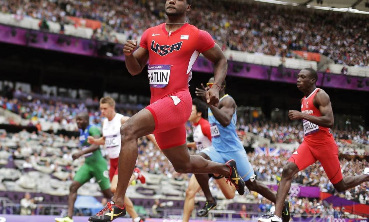 Justin Gatlin, dos EUA, também está nas finais dos 100m rasos Foto: AP Photo