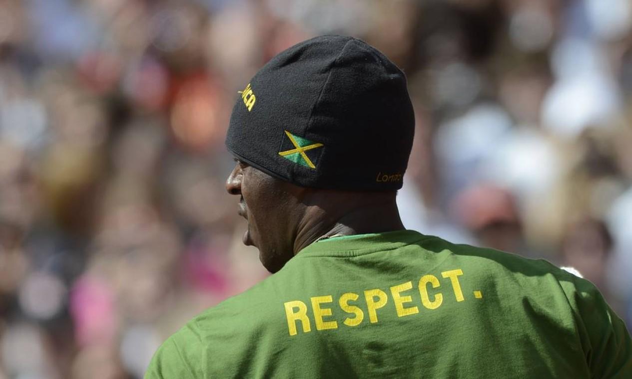 Tem que respeitar! Usain Bolt, o homem mais rápido do mundo, ficou em primeiro na sua prova classificatória nos 100m rasos Foto: AFP Photo