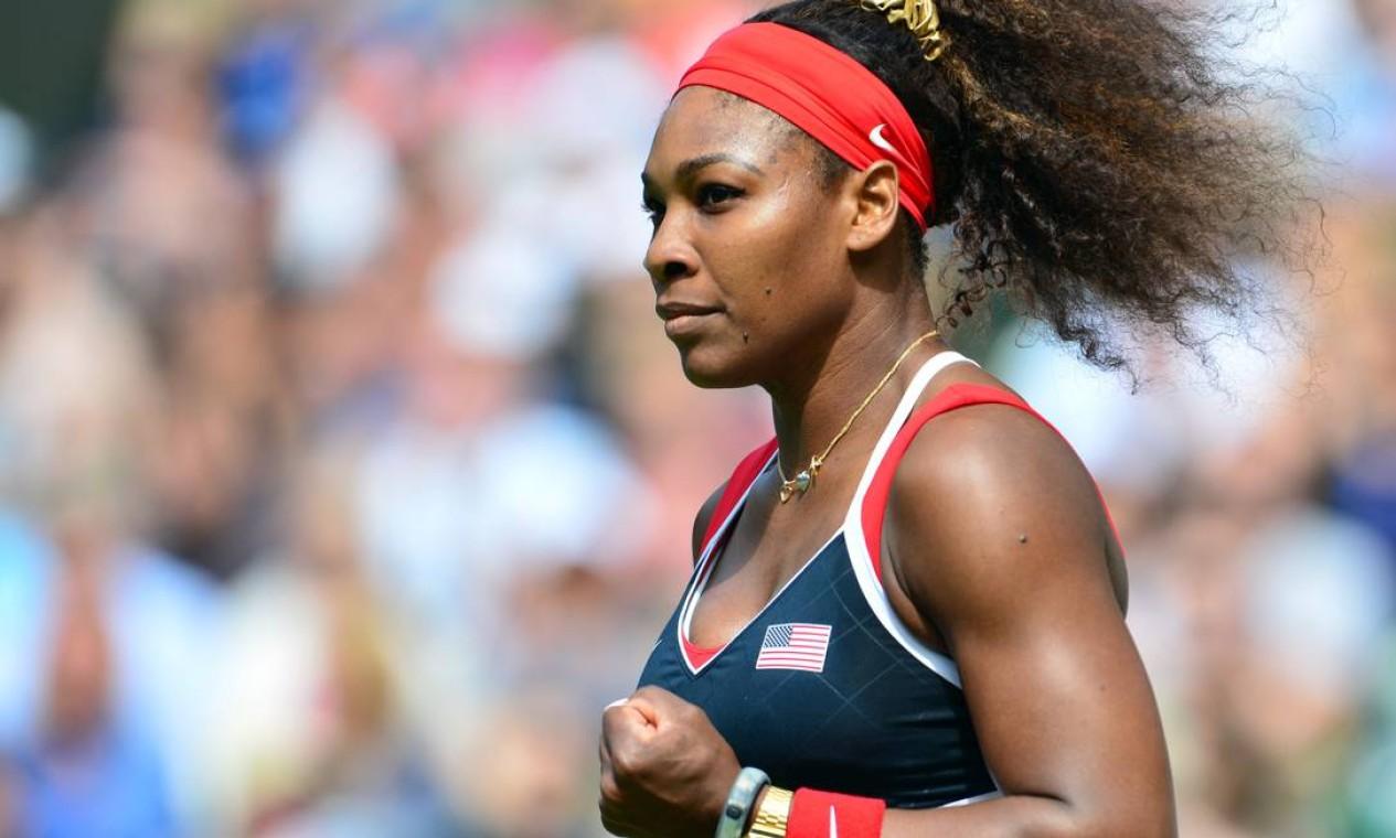 Serena William vai massacrando a russa Maria Sharapova na final do tênis olímpico. Americana ganhou 1º set por 6 a 0 e vai levando o 2º por 3 a 0 Foto: AFP Photo