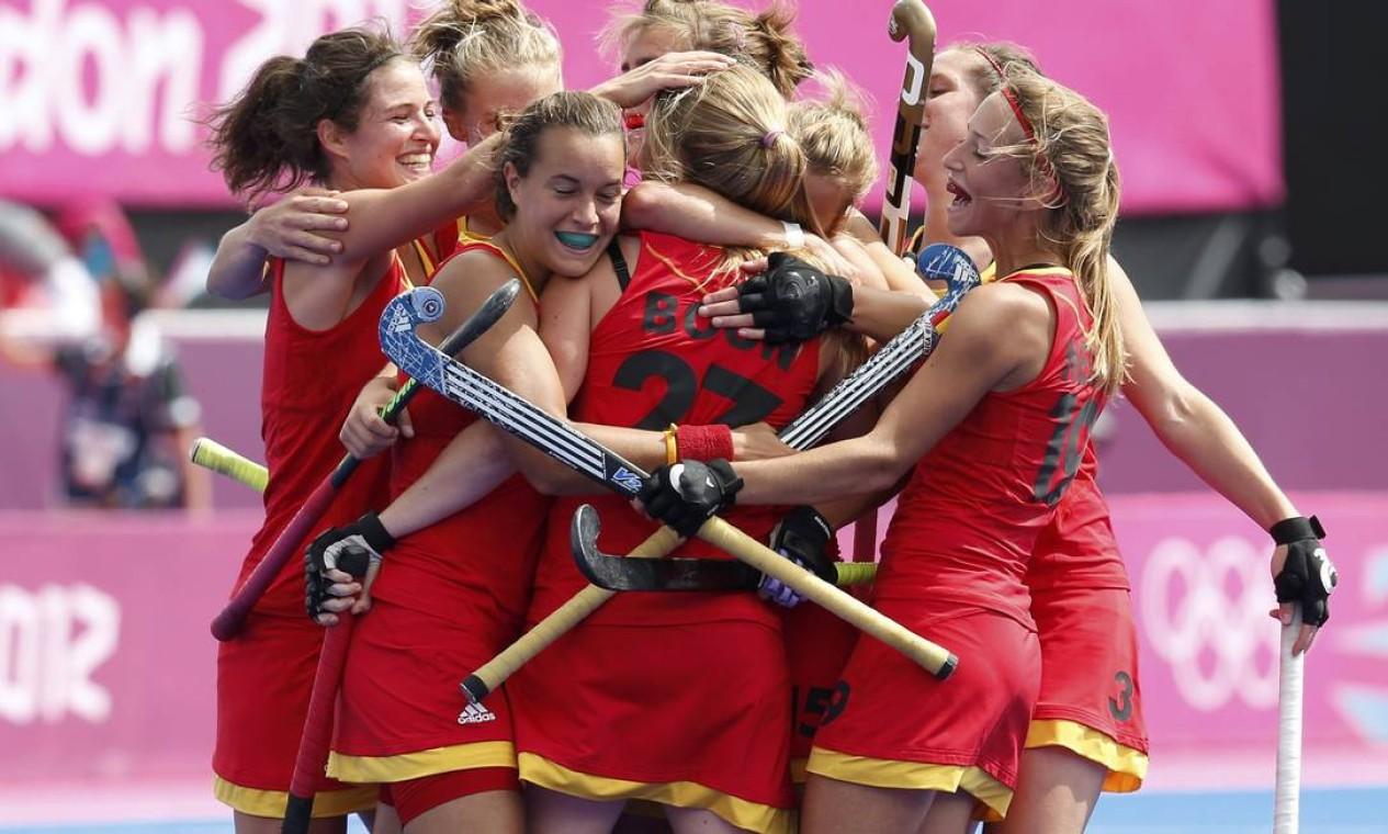 Jogadoras belgas comemoram gol marcado contra o Japão, no hóquei feminino Foto: Reuters