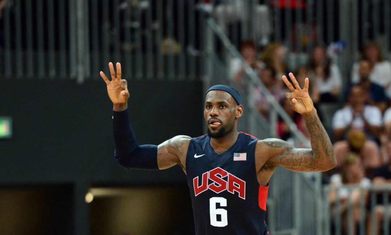 A Lituânia deu muito trabalho, mas os EUA de Lebron James venceram por 99 a 94 no basquete masculino Foto: Reuters