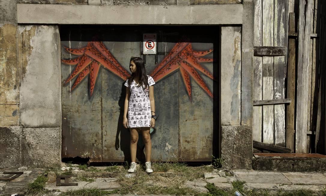 """Drika Chagas: a grafiteira fará 11 painéis no bairro da Cidade Velha, numa galeria a céu aberto, com alunos de oficinas de grafite que ela dá pelo estado. """"Os painéis serão baseados em histórias de moradores do bairro, personagens lendários da região"""". Daniela Dacorso / Agência O Globo"""