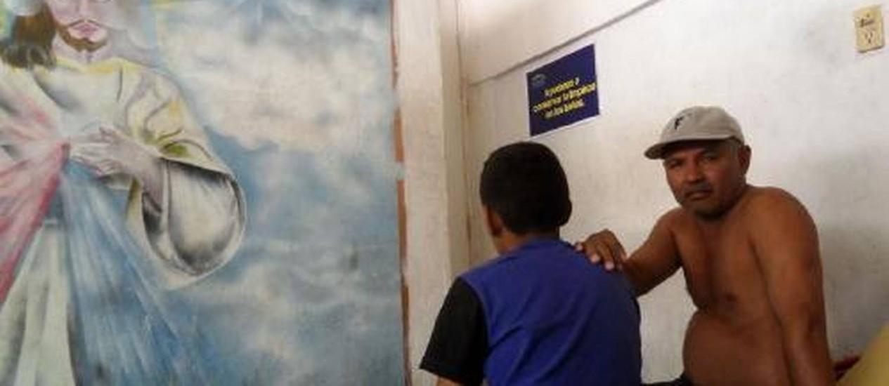 Nelson Omar, de 12 anos, viaja com o avô e não pensa nos perigos do caminho Foto: Elisa Martins