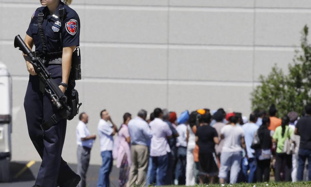 Segundo os oficiais, o ataque aconteceu por volta das 10h30, horário local, quando aproximadamente 100 pessoas assistiam ao culto Foto: Jeffrey Phelps / AP Photo