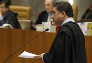 Marcelo Leonardo, advogado de Marcos Valério, durante o primeiro dia de atuação dos advogados de defesa Foto: André Coelho / O Globo