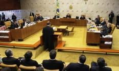 José Luís Oliveira Lima, advogado de defesa do ex-chefe da Casa Civil José Dirceu, é ouvido pelos ministros do STF durante sua argumentação no plenário Foto: Ailton de Freitas / Agência O Globo