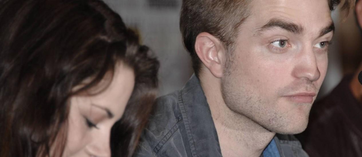 Será que Robert e Kristen também estão se espionando na rede? Foto: DENIS POROY / AP