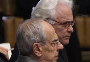 José Carlos Dias (atrás), advogado de Kátia Rabello, no STF com o ex-ministro Márcio Thomaz Bastos Foto: O Globo / André Coelho