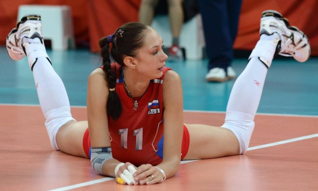 A frustração da russa Ekaterina Gamova, derrotada no vôlei pela seleção brasileira Foto: KIRILL KUDRYAVTSEV / AFP