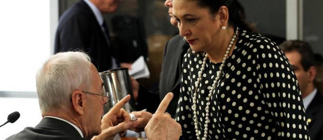 A Senadora Katia Abreu (PSD-TO) e o depudado Reinhold Stephanes (PSD/PR), durante reunião da Comissão Especial Mista sobre a Medida Provisória - MP 571/12, que altera o Código Florestal Foto: Ailton de Freitas / O Globo