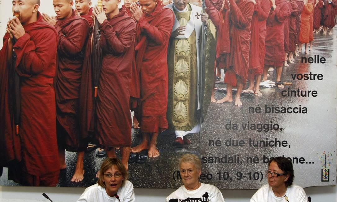 Membros da fundação Voz dos Sobreviventes, associação para vítimas de abusos cometidos por clérigos: danos à imagem da Igreja Foto: AP/31-10-2010