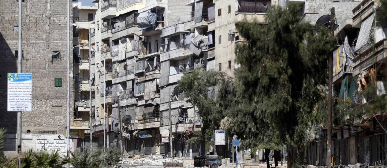 Transformado em palco das mais ferozes batalhas em Aleppo, o bairro de Salah-al-Din, na região central da cidade, foi bombardeado ontem Foto: Goran Tomasevic/Reuters