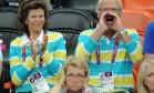 Rei da Suécia grita e incomoda 'plebeia' em arquibancada em Londres Foto: Reprodução / Daily Mail