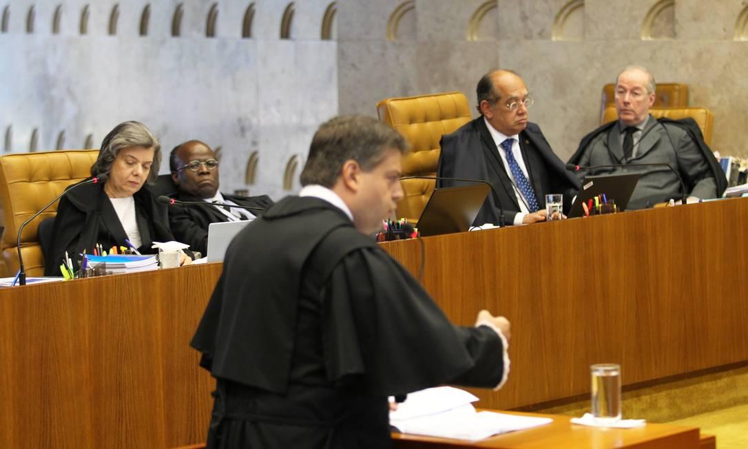 Guilherme Alfredo de Morais, advogado de Breno Fischberg, ex-sócio da Banval, inicia sustentação oral da defesa no Plenário do STF Ailton de Freitas / O Globo