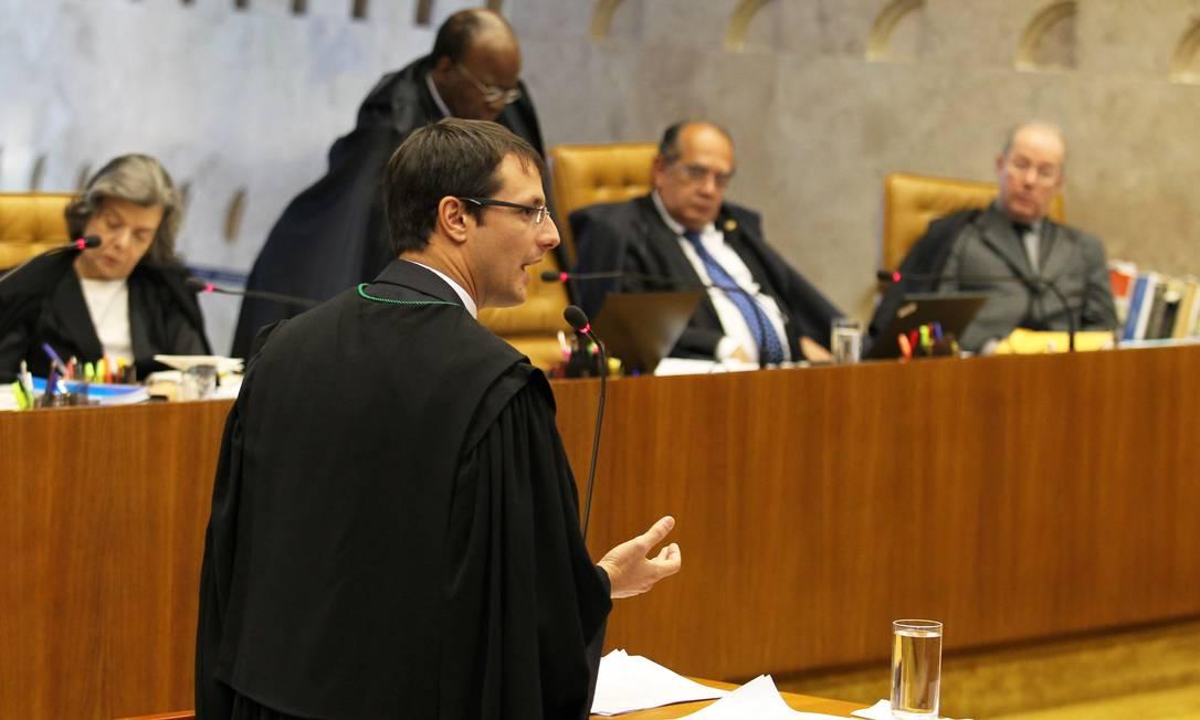 O Defensor Público Herman Córdova defende Carlos Alberto Quaglia da acusação de crime de lavagem de dinheiro e pede a nulidade do processo Ailton de Freitas / Agência O Globo