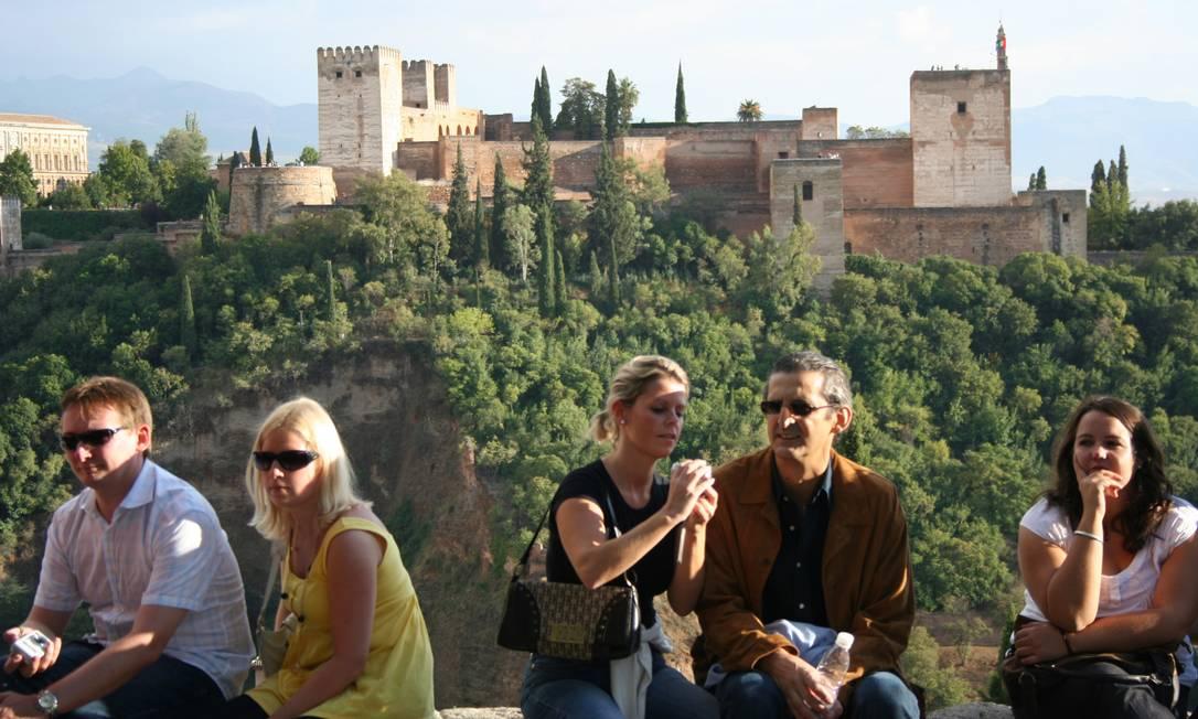 Ícone. Alhambra (ao fundo), um dos símbolos de Granada, acaba de concluir a restauração do Pátio dos Leões, depois de dez anos de trabalho Foto: Bruno Agostini / O Globo