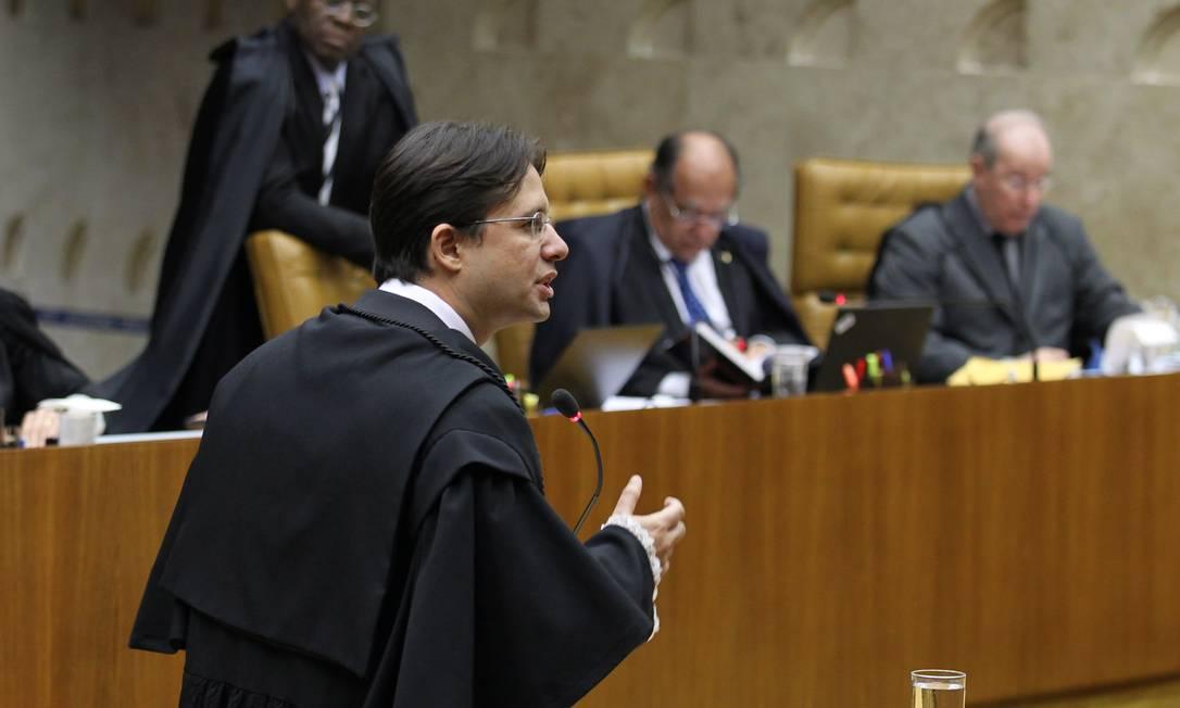 Délio Lins e Silva Júnior, faz a defesa do ex-tesoreiro do antigo PL, Jacinto Lamas, no plenário do STF Ailton de Freitas / O Globo