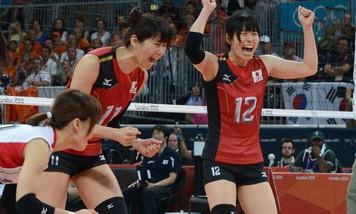 Japonesas comemoram a vitória sobre a Coreia do Sul que valeu o bronze no vôlei AFP