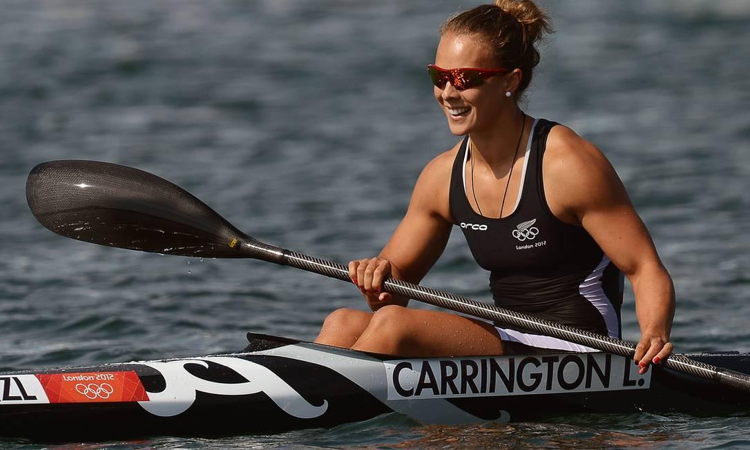 Lisa Carrington, da Nova Zelândia, abre o sorriso após vencer no caiaque 200m Foto: AP