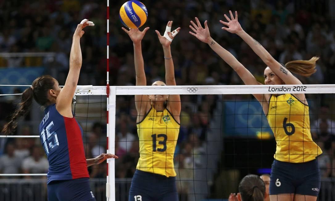 Na final olímpica do vôlei feminino, os EUA saíram na frente e venceram o primeiro set sobre o Brasil: 25 a 12 Foto: Reuters