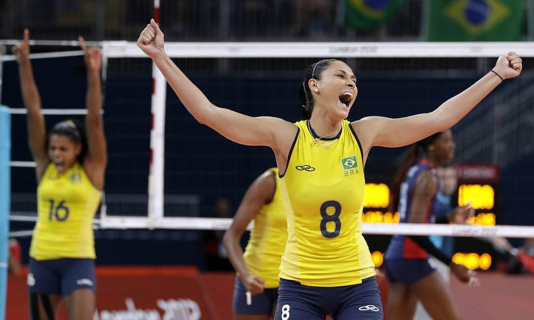 Jaqueline comemora ponto. O quarto set terminou com vitória do Brasil por 25 a 20 Foto: AP