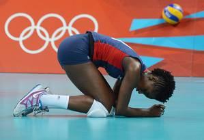 Megan Hodge, desolada: seleção dos EUA, 1ª do ranking e invicta nas Olimpíadas, perde o ouro para o Brasil Foto: AFP