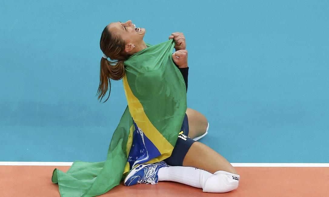 A líbero Fabi: belo retrato da alegria brasileira com o bi olímpico Foto: Reuters