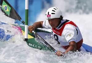 A canoísta Ana Satila, atleta de 16 anos, participa das competições no Lee Valley White Water Centre Foto: Reuters / Paul Hanna