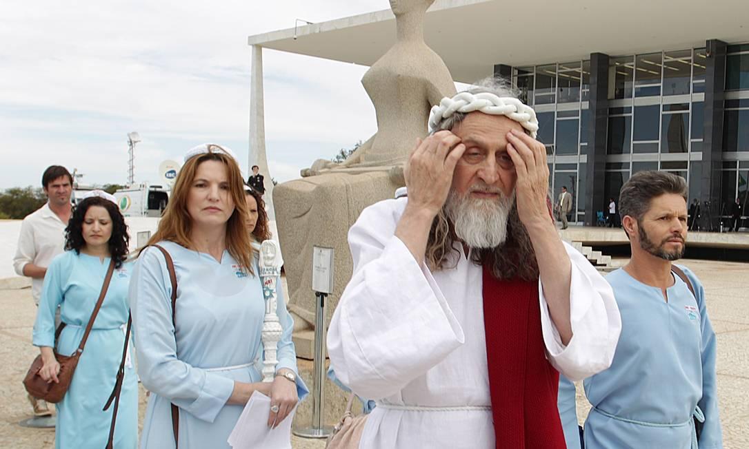 Inri Cristo pede justiça divina no julgamento do mensalão Foto: O Globo / André Coelho