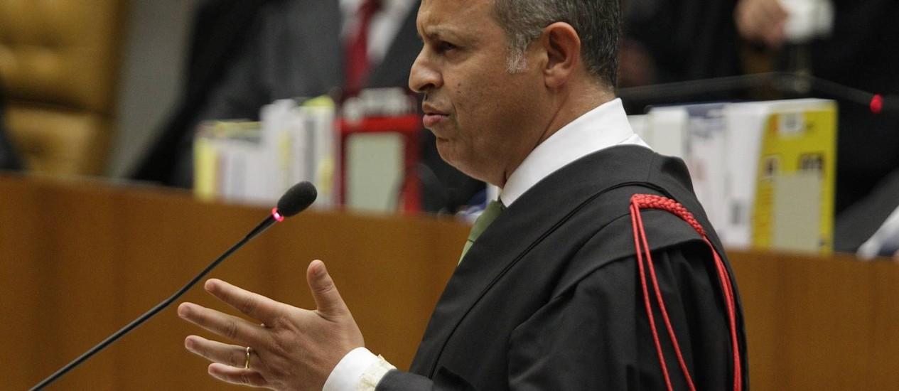 Ausência. Advogado de João Paulo, Toron se disse surpreendido por relator Foto: O Globo / André Coelho