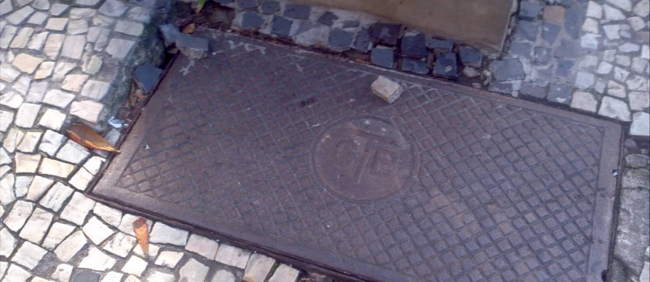 Desnível pode machucar pedestres distraídos Foto: Foto do leitor André Maranhão Negre / Eu-Repórter