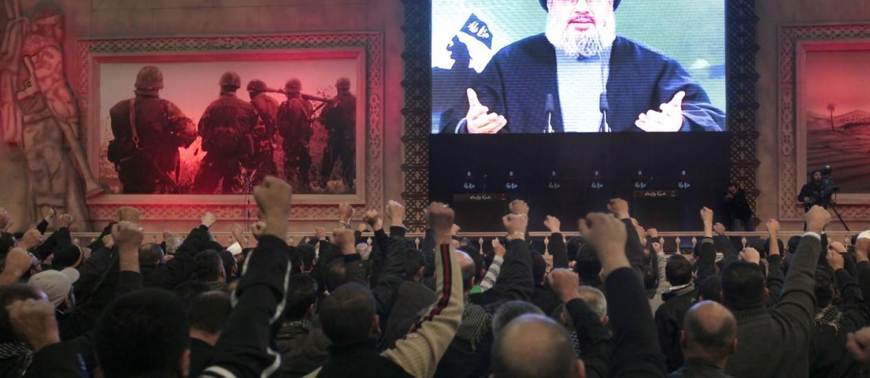 Apoiantes do Hezbollah durante um discurso de Hassan Nasrallah, líder do movimento, em dezembro de 2011 Foto: Hussein Malla/AP
