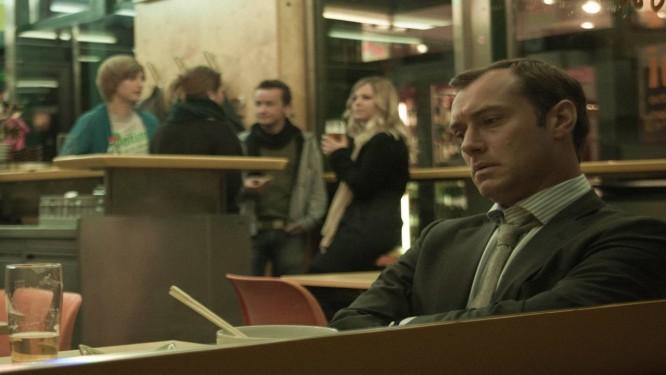 """O ator Jude Law numa cena de """"360"""", de Fernando Meirelles, filmado em diversas locações pelo mundo. Foto: Divulgação"""