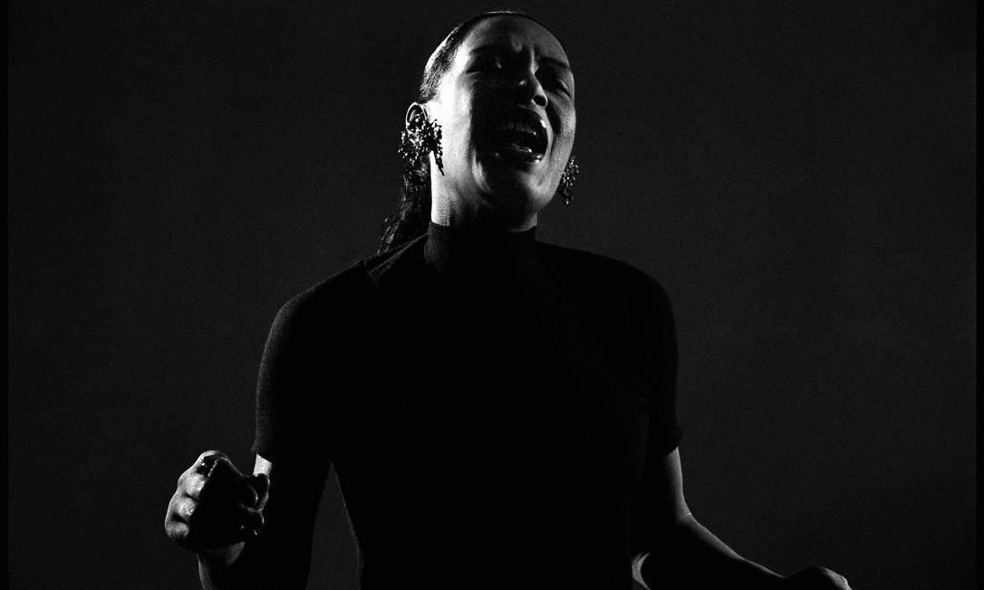 Resultado de imagem para cantando contra a violência no escuro