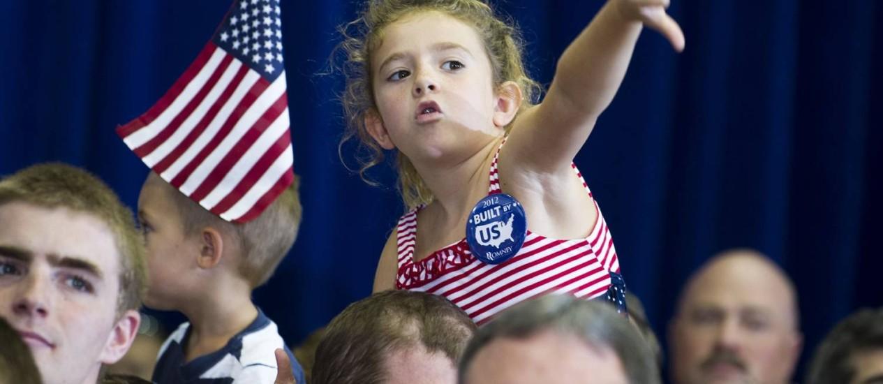 Menina desaprova menção ao nome de Obama durante um comício de Romney: campanha corre risco de descambar para os ataques pessoais Foto: AFP/11-8-2012